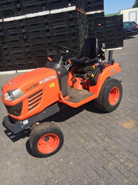 Tractor  Kubota BX2350 D 4-WD
